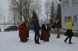 Senioru deju kolektīvs LŪZNAVA piedalījās Meteņdienas pasākumā Ozolaines pagastā 26.02.2017._20