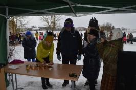 Senioru deju kolektīvs LŪZNAVA piedalījās Meteņdienas pasākumā Ozolaines pagastā 26.02.2017._35