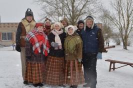 Senioru deju kolektīvs LŪZNAVA piedalījās Meteņdienas pasākumā Ozolaines pagastā 26.02.2017._1